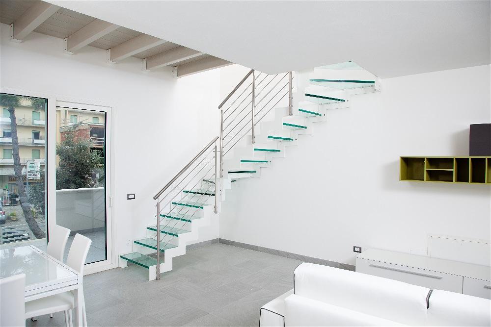 Scale in vetro per interni scale moderne lineascale - Scale interne piccoli spazi ...